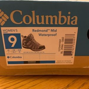 Columbia Womens Hiking Boots NEW!!!